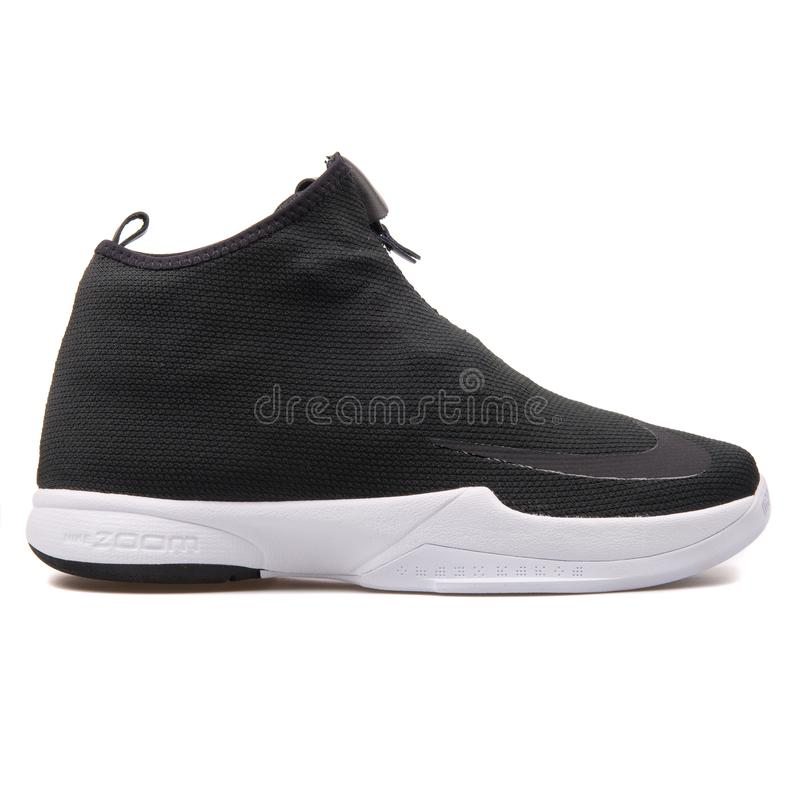 Sapatilha preto e branco de Nike Zoom Kobe Icon fotografia de stock royalty free