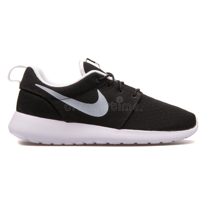 Sapatilha preto e branco do BR de Nike Roshe One fotografia de stock royalty free