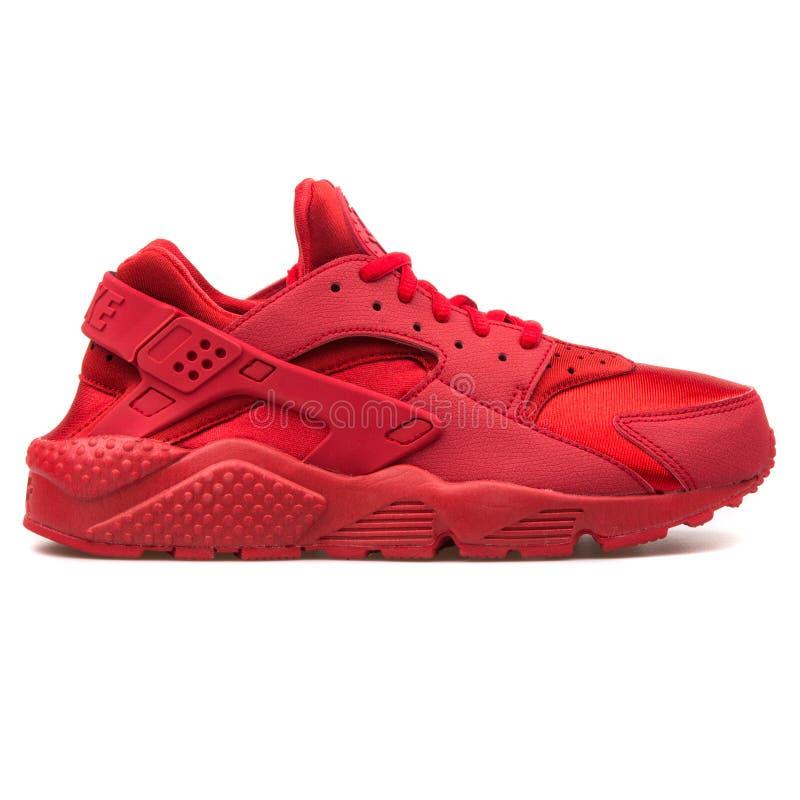 Sapatilha vermelha de Nike Air Huarache Run imagem de stock