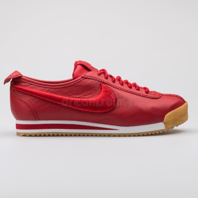 Sapatilha vermelha do SI de Nike Cortez 72 imagem de stock