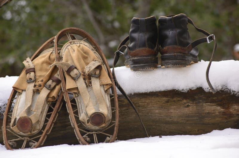 Sapatos de neve velhos fotografia de stock royalty free