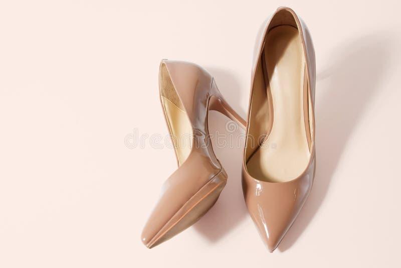 Sapatos para mulheres Alto salto fechado Vista superior Moda das mulheres Acessórios para senhoras Calçado formal feminino isolad foto de stock