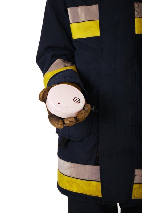 Sapeur-pompier avec le détecteur de fumée images libres de droits