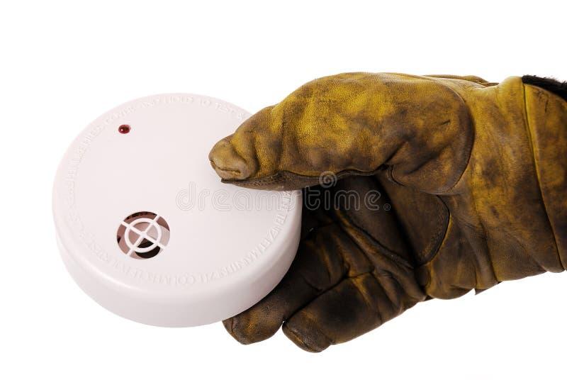 Sapeur-pompier avec le détecteur de fumée photographie stock libre de droits