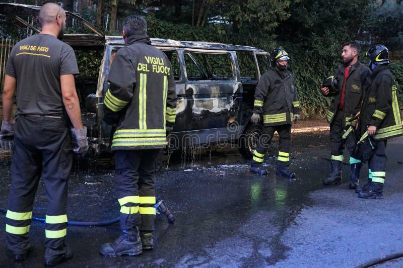 Sapeurs-pompiers au travail photographie stock