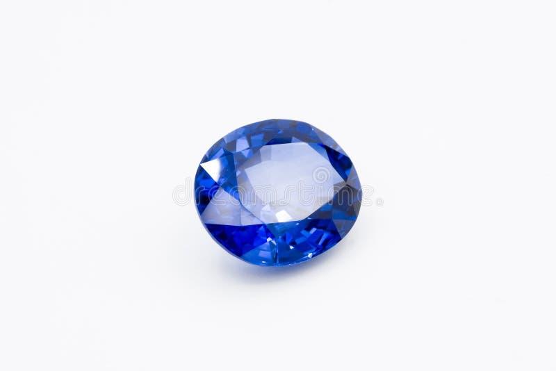 Saphir sur le fond blanc, gemmes bleues de saphir bleu, gemme, bleue image libre de droits