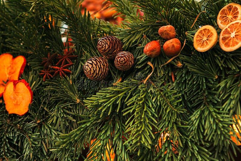 Sapin de décoration de Noël Foyer sélectif Concept de vacances photos stock