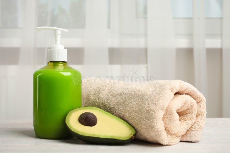 Sapone della mano con l'avocado immagini stock libere da diritti