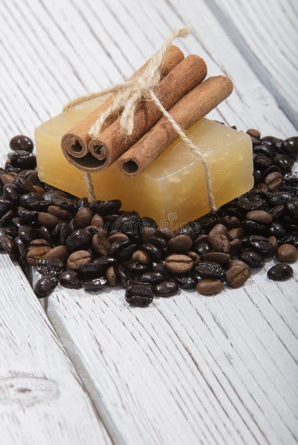 Sapone fatto a mano e caffè immagine stock