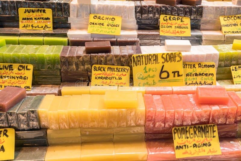 Saponi fatti a mano naturali turchi della frutta da vendere immagine stock libera da diritti