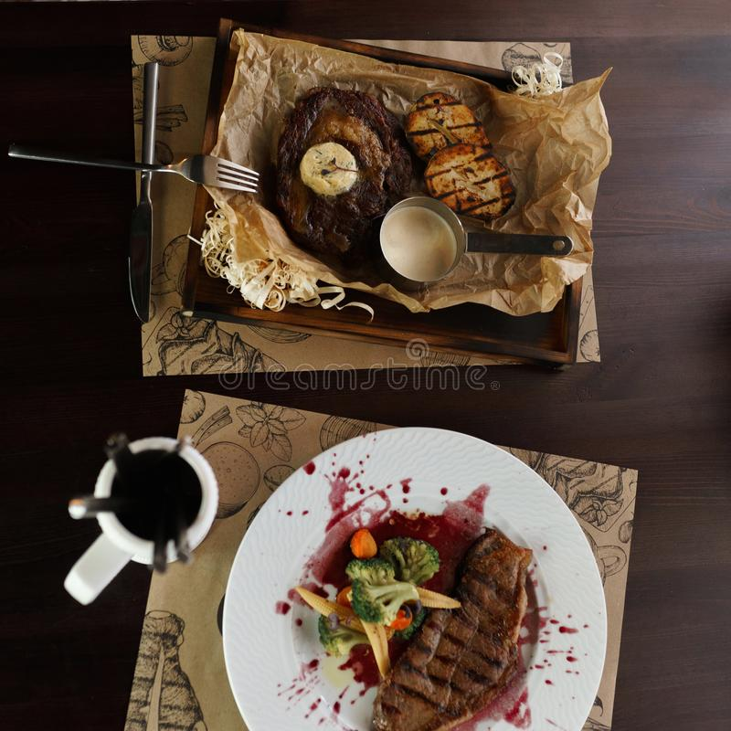 Sappig geroosterd lapje vlees 'Striploin ' stock fotografie