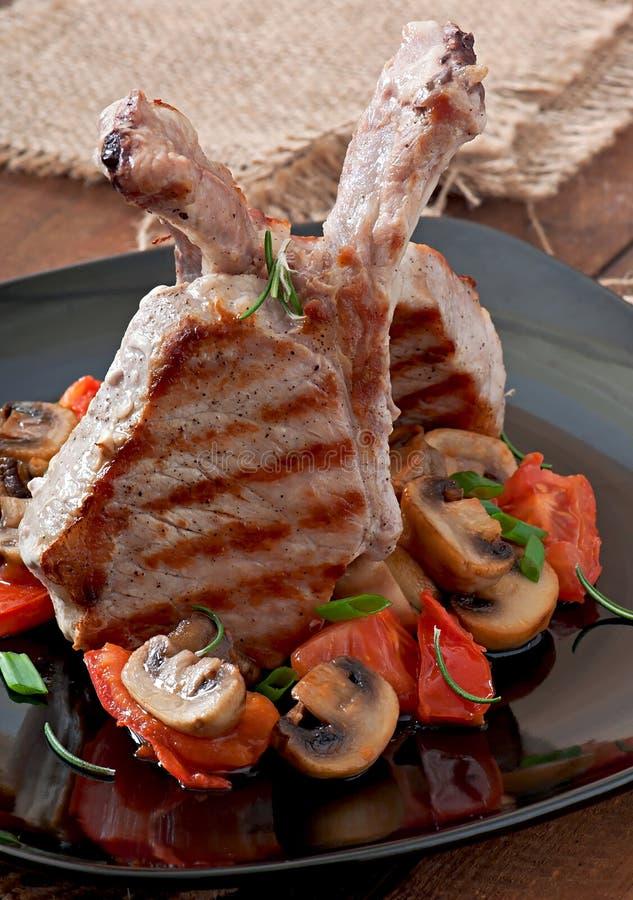 Sappig geroosterd varkensvleeslapje vlees stock foto
