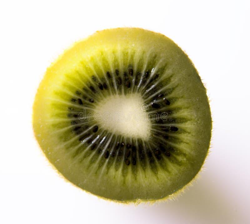 Sappig kiwifruit dat op witte achtergrond wordt geïsoleerd stock fotografie