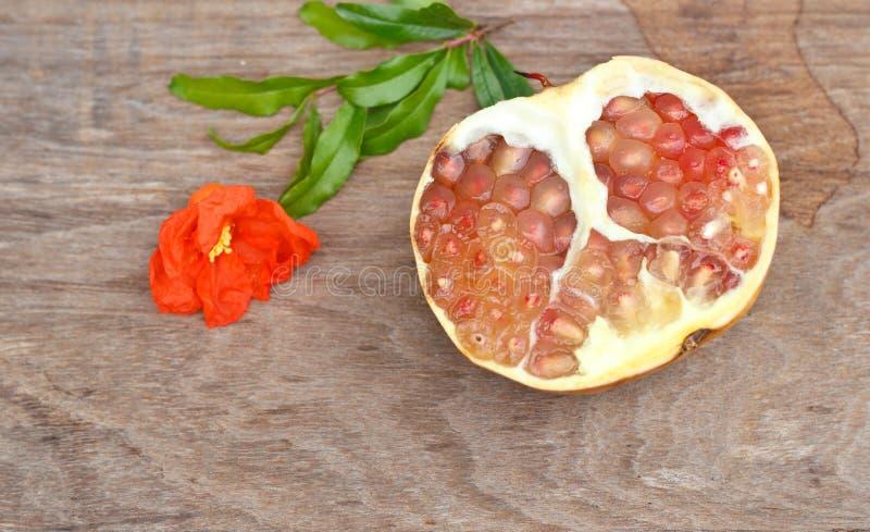 Sappige granaatappels stock afbeeldingen