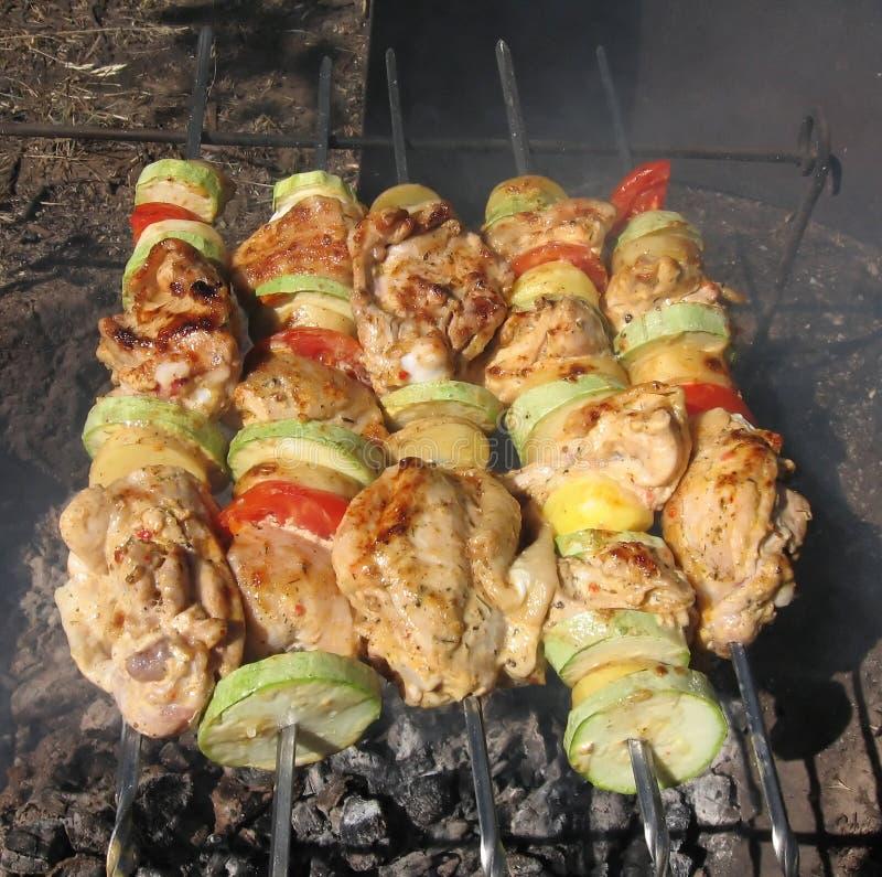 Sappige kippenvleespennen met groenten royalty-vrije stock foto