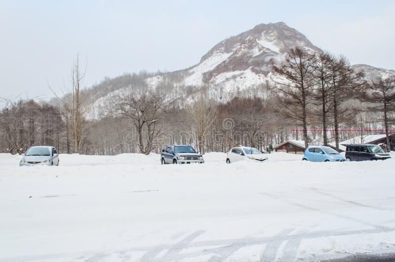 Sapporo, Japón - 8 de marzo de 2014: Los coches en aparcamiento af fotos de archivo