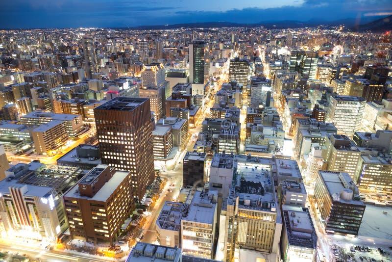 Sapporo Japan, Januari 28, 2018: Flyg- sikt för skymningtimme av centr arkivfoton