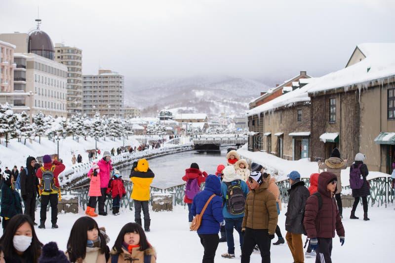Sapporo, Japan - Januari 15, 2017: Oriëntatiepunt van de stad en de toeristen het sneeuwen van Otaru en dekkingsstad in de winter stock afbeelding