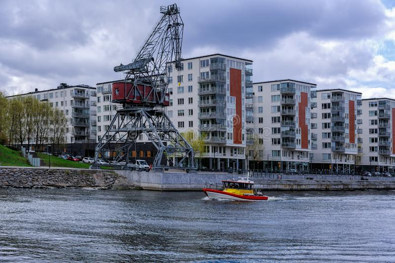 SAR prędkości Rebecka af łódkowaty Dziwny kumpel przechodzi trwającego kanałowy Hammarby w Sztokholm Działający Szwedzkim morze r fotografia royalty free