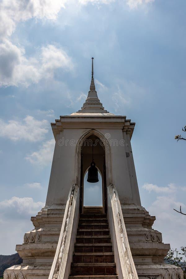 Saraburi泰国旅游景点Wat Phraphutthachai佛教寺庙响铃亭子  库存照片