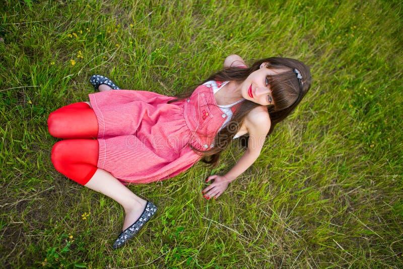 sarafan девушки довольно красное стоковое фото rf