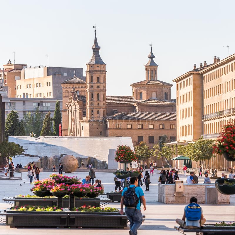 SARAGOSSA, ESPANHA - 27 DE SETEMBRO DE 2017: Opinião Pilar Square Copie o espaço para o texto imagem de stock