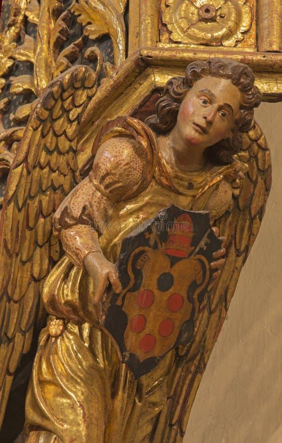 SARAGOSSA, SPANIEN, 2018: Das polychome schnitzte detai des Engels auf dem Amin-Altar in Kirche Iglesia De San Miguel de Los Nava lizenzfreie stockfotografie