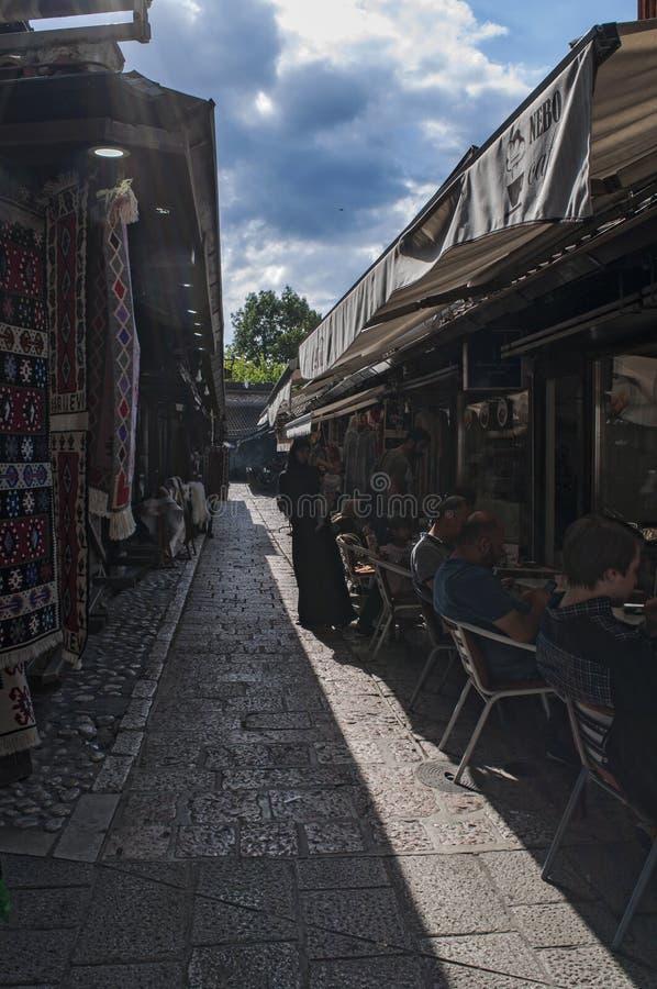 Sarajevo, Bósnia e Herzegovina, Bascarsija, vizinhança, cidade velha, distrito, quadrado, mesquita, minarete, skyline, bazar, mer fotos de stock royalty free