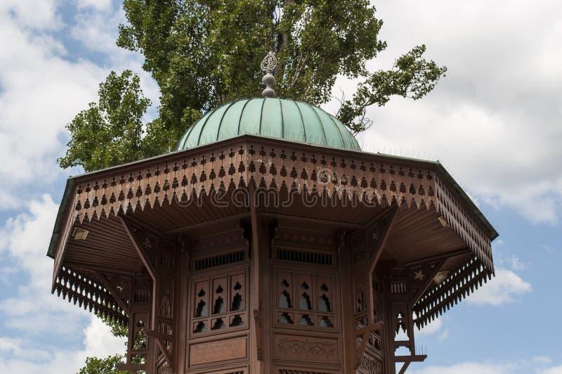 Sarajevo, Bośnia i Herzegovina, Bascarsija, Sebilj, fontanna, stary miasteczko, kwadrat, meczet, minaret, linia horyzontu, bazar, obrazy royalty free