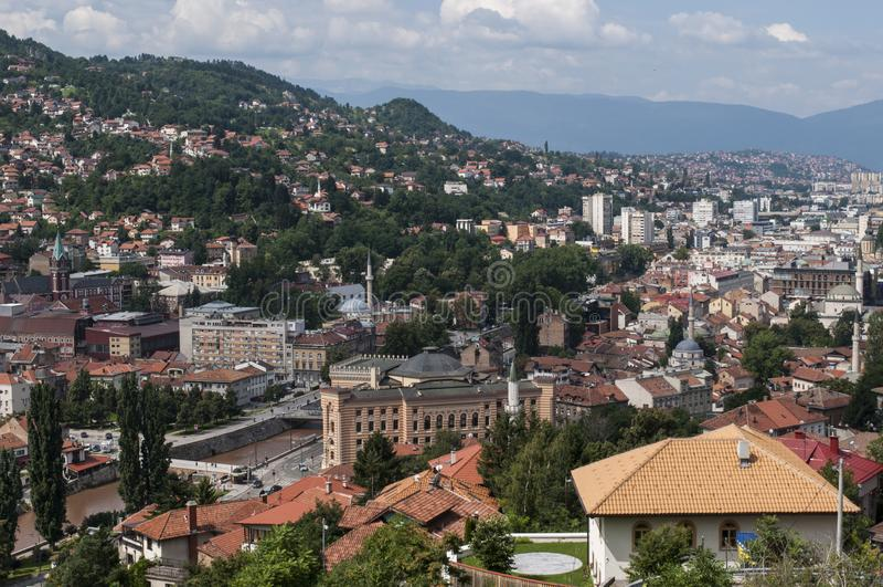 Sarajevo, Bo?nia i Herzegovina, widok z lotu ptaka, krajobraz, linia horyzontu, pejza? miejski, panoramiczny, punkt widzenia, Din obraz royalty free