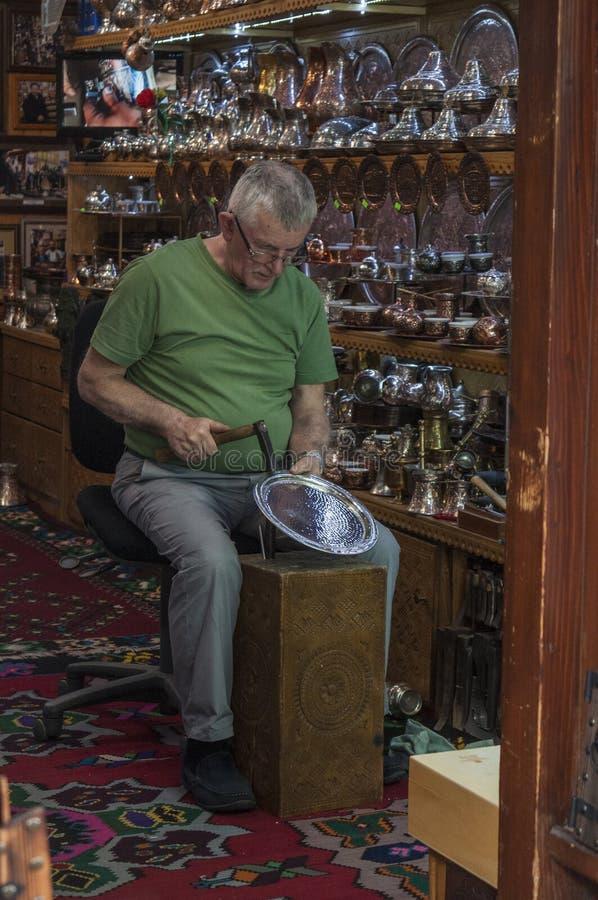 Sarajevo, Bosnië-Herzegovina, Bascarsija, Koperslager Street, opslag, het winkelen, herinnering, oude stad, smid, bazaar, markt stock foto