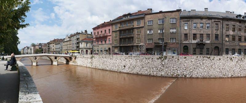 Sarajevo, Bosnia-Erzegovina, orizzonte, ponte latino, cuprija di Latinska, fiume, Miljacka, Gavrilo Princip, assassinio, WWI fotografia stock libera da diritti
