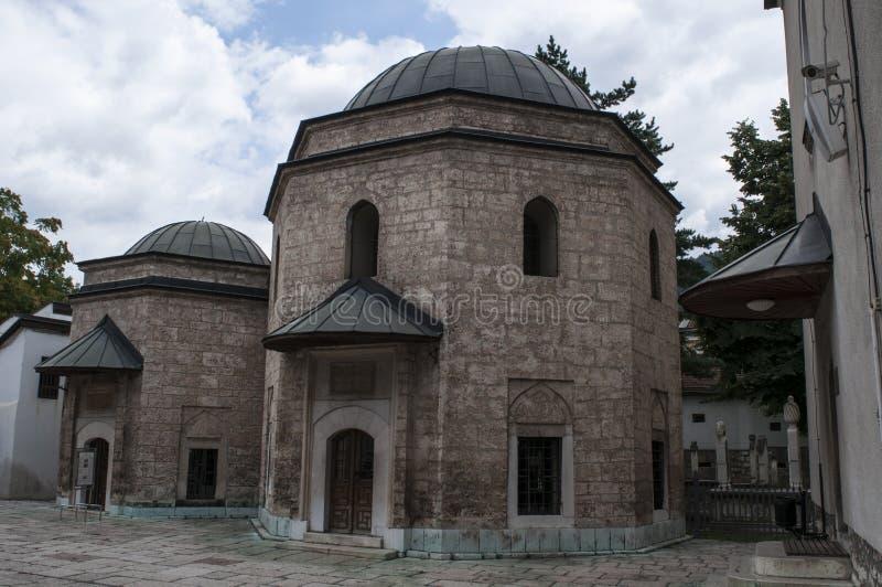 Sarajevo, Bosnia y Herzegovina, Gazi Husrev-pide la mezquita, mausoleo, patio, Quran, Corán, mezquita imagen de archivo