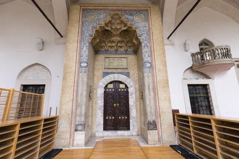 Sarajevo, Bosnien Herzegovina, am 16. Juli 2017: Architekturabschluß oben des Einganges von Gazi Husrev-bitten Moschee lizenzfreie stockfotos