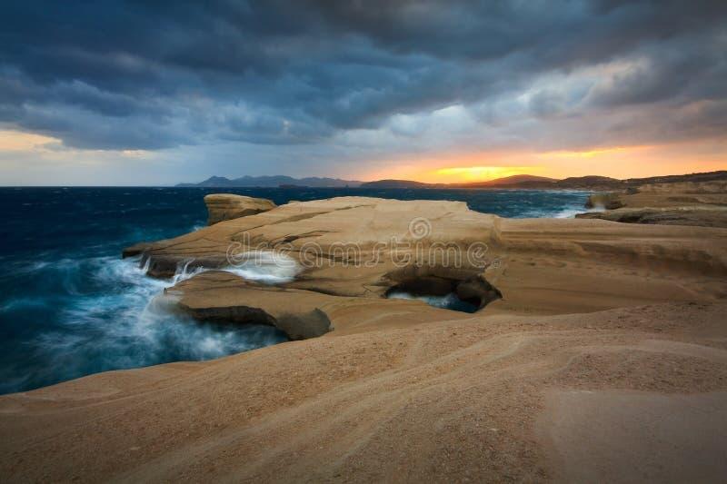 Sarakiniko strand, Milos, Grekland fotografering för bildbyråer