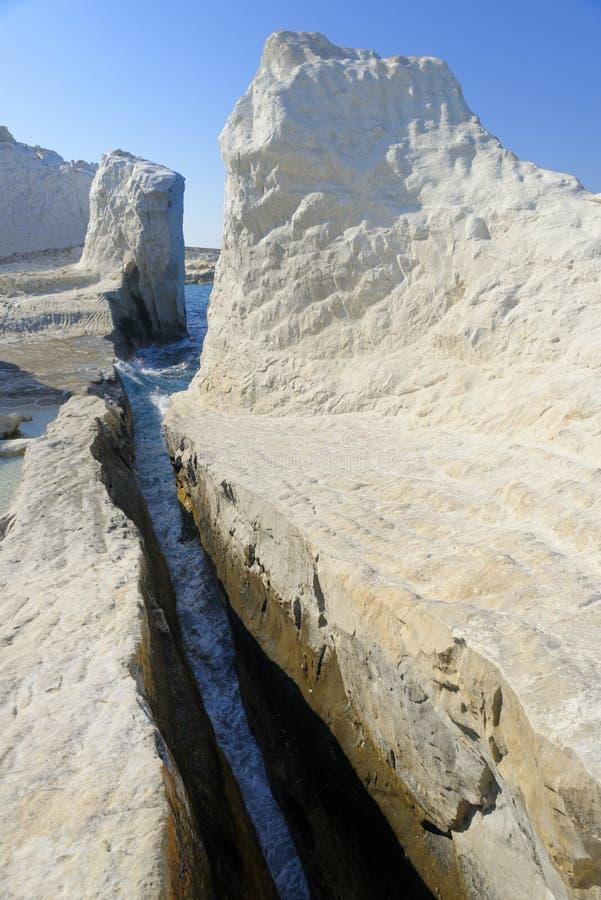 Sarakiniko strand på Milosön royaltyfria bilder