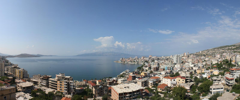 sarand панорамы Албании стоковые фотографии rf