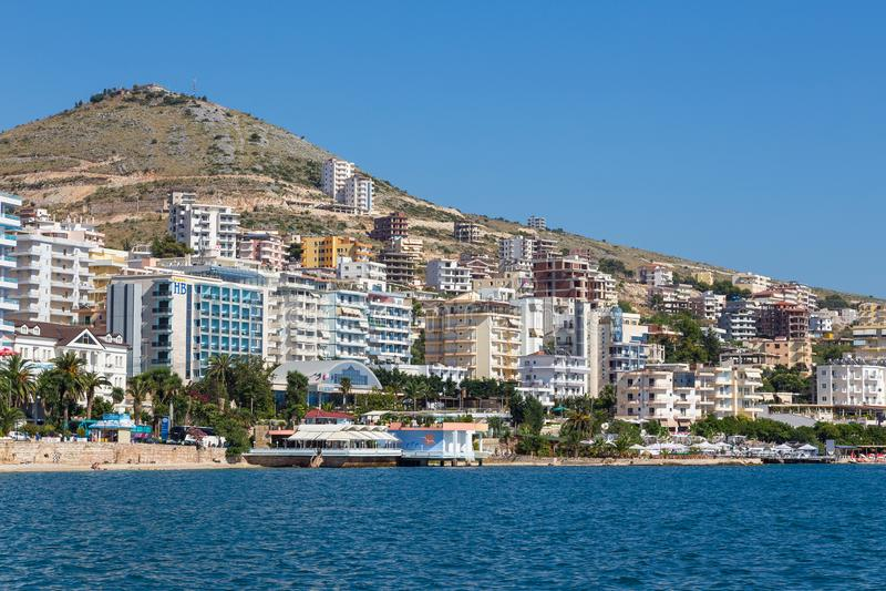 Saranda镇看法沿海,阿尔巴尼亚 库存图片