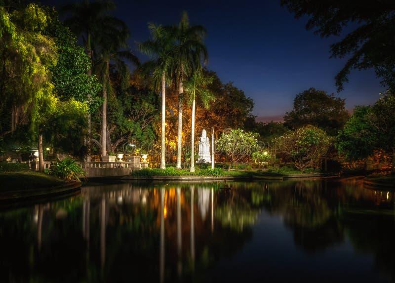 Saranrom park przy nocą zdjęcia royalty free