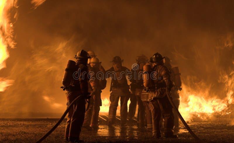 Sarasota FL, USA - April 7, 2006: Brandmän deltar i utbildning fotografering för bildbyråer