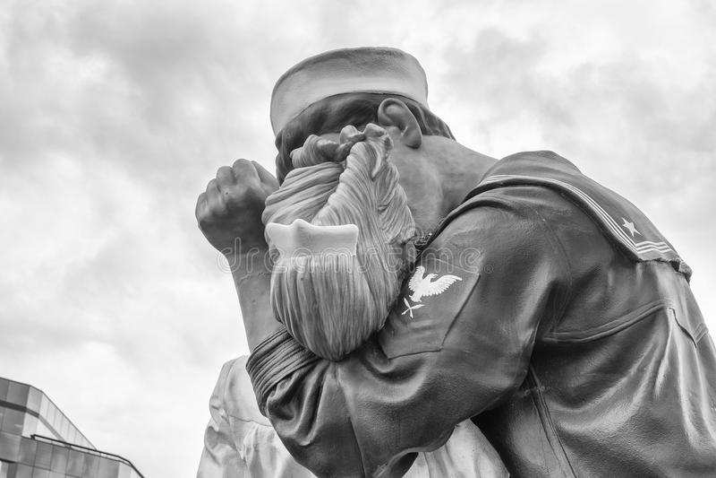 SARASOTA, FLORIDA - JANUAR 2016: Die Statue betitelte Uncondition stockbild