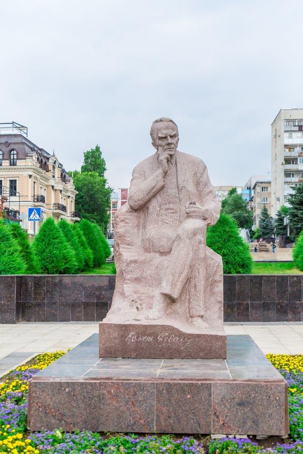 Saratov/Ryssland - Juli 18, 2018: Författare Konstantin Alexandrovich Fedin Monumentet i Saratov öppnades på November 5, 1986 royaltyfri bild