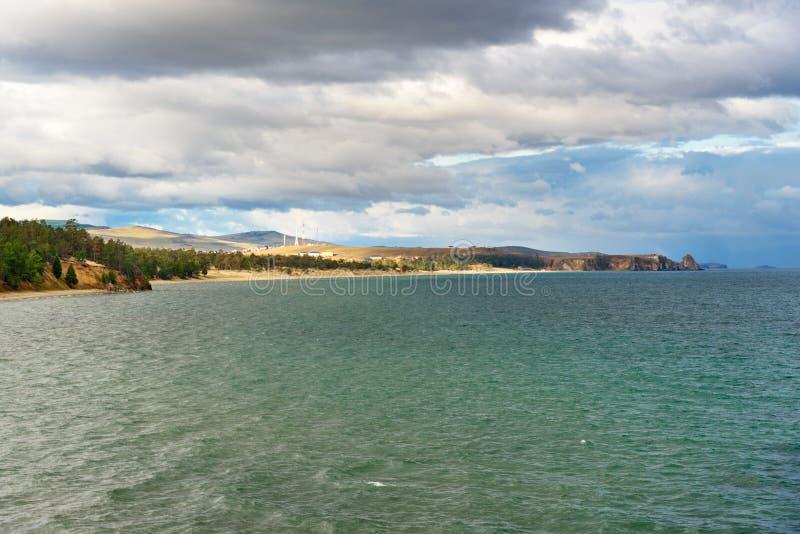 Download Sarayskiy Plaża I Zatoka Baikal Jeziora Baikal Jezioro Olkhon Rosji Wyspy Rosja Zdjęcie Stock - Obraz złożonej z krajobraz, asia: 106909188