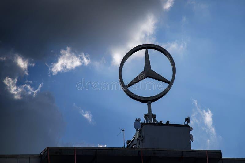 Sarbruecken, Duitsland, 23 Maart 2017: Mercedes-ster, het embleem sig royalty-vrije stock foto
