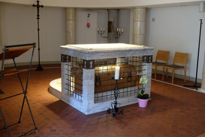 Sarcófago Blessed Ulrika Nisch na cripta do convento das irmãs da cruz santamente imagens de stock royalty free