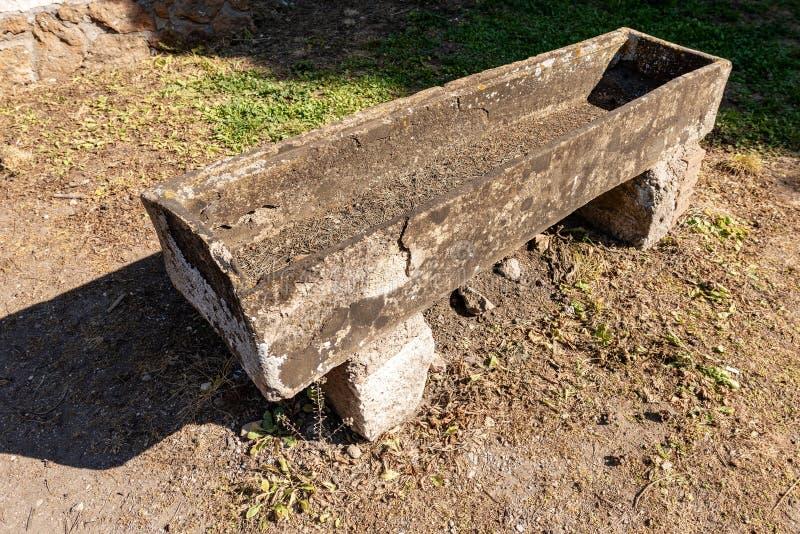 Sarcófago romano antigo em Ostia Antica Roma Itália imagens de stock