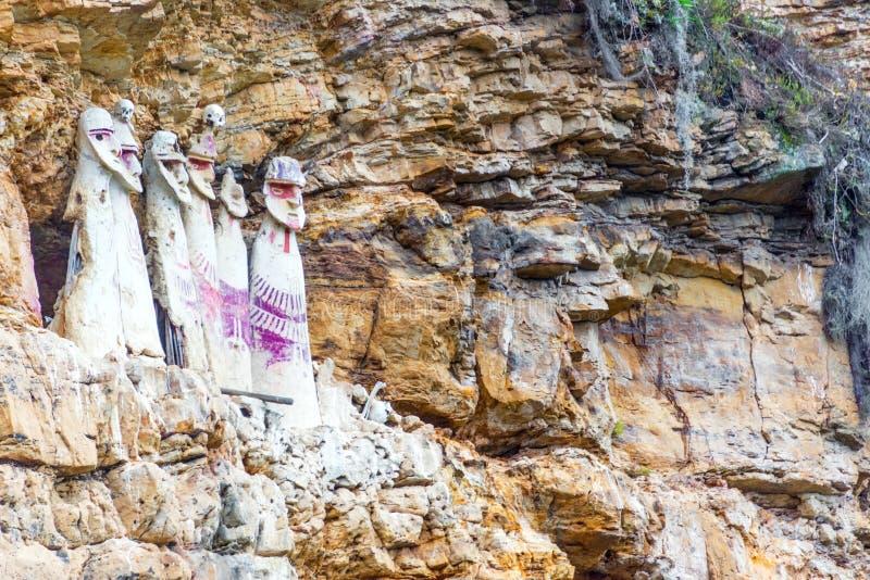 Sarcófagos cerca de Chachapoyas, Perú foto de archivo