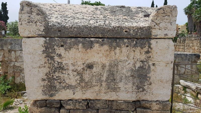 sarc?fago Sobras arqueológicos romanas no pneumático O pneumático é uma cidade Phoenician antiga Pneum?tico, L?bano fotografia de stock