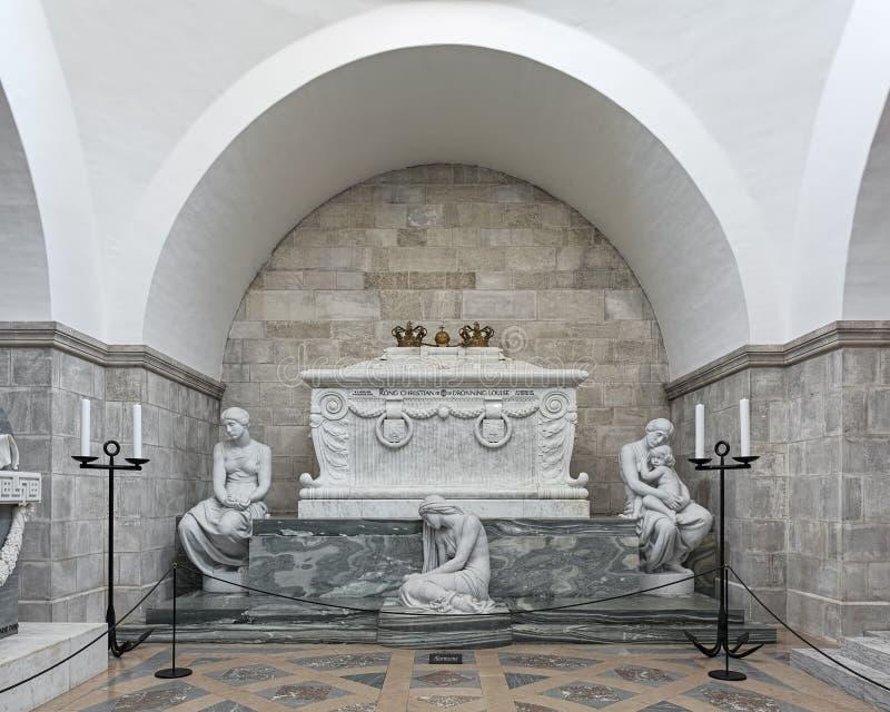 Sarcofaag van koning Christian IX en koningin Louise in de Kathedraal van Roskilde, Denemarken stock afbeelding