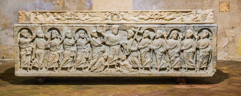 Sarcophage légendaire de la mitre de saint de martyre dans l'Aix photo stock